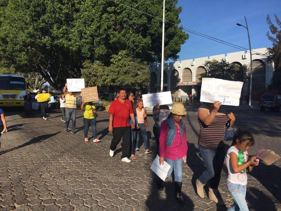 Manifestantes contra el aumento de la gasolina en Chapala