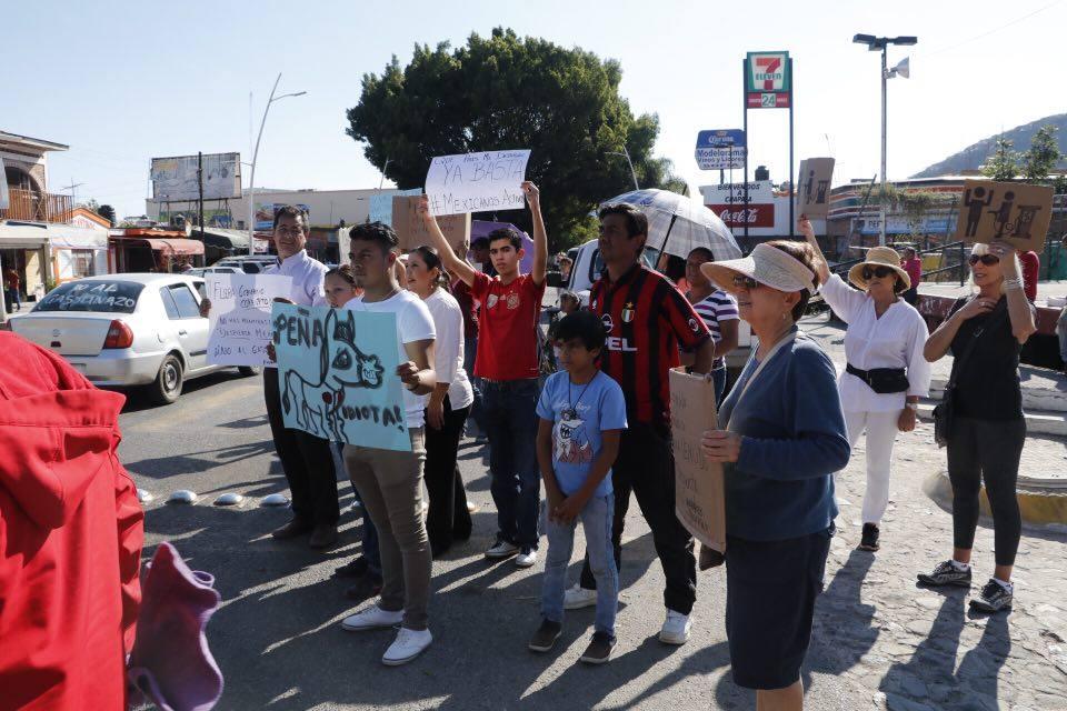 Manifestación contra el aumento de la gasolina en Chapala