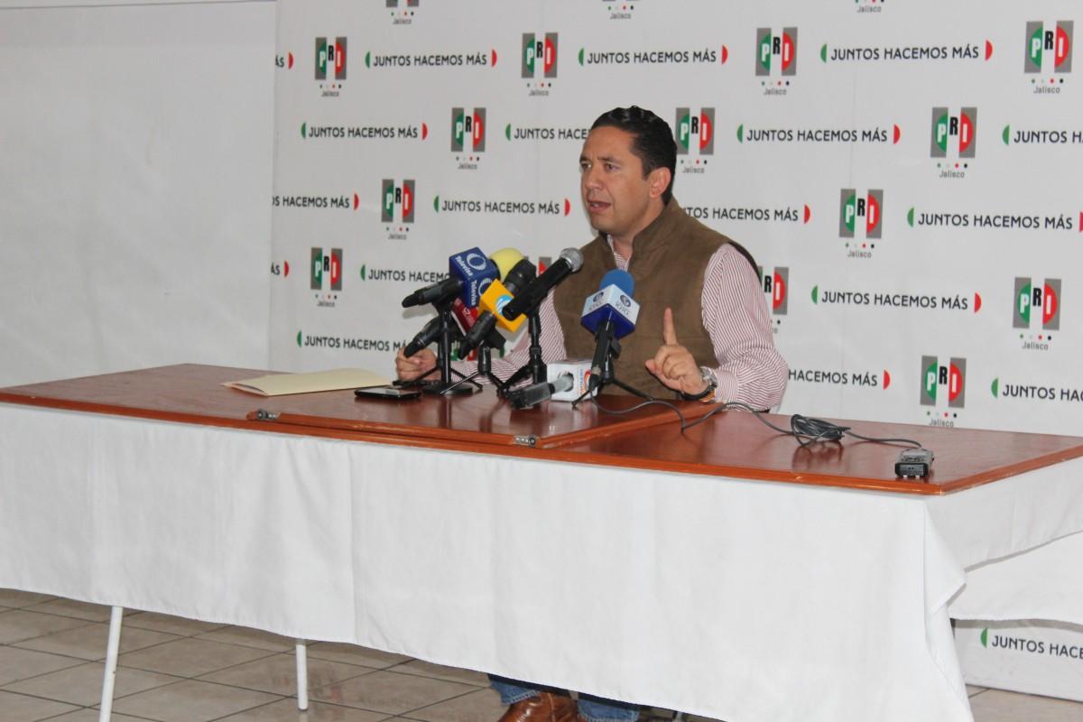 Alcalde de Autlán de Navarro en conferencia de prensa dio a conocer las actividades del carnaval de su municipio.