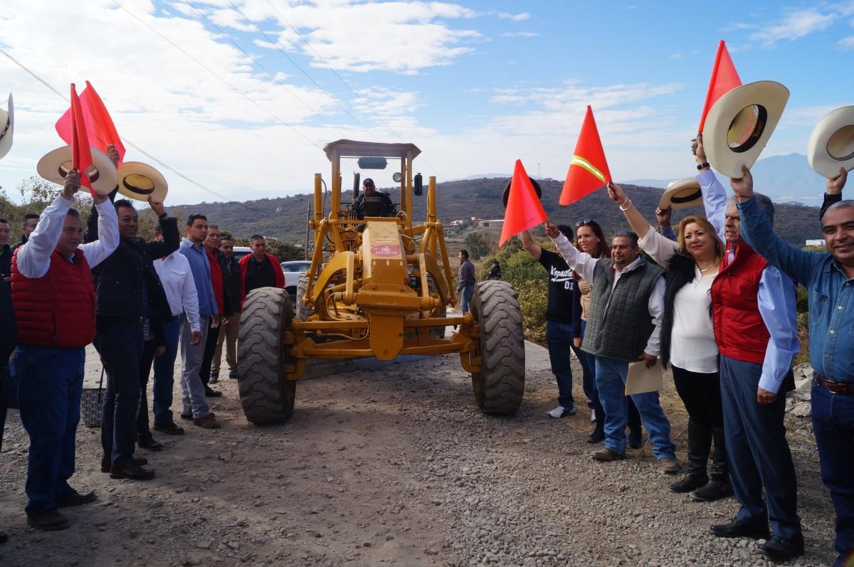Alcalde de Chapala en la inauguración del porgrama Caminos Saca Cosechas 2