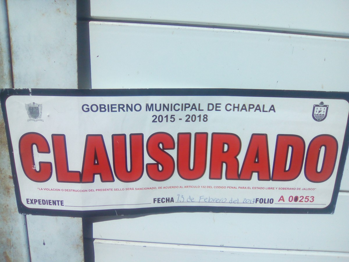 El local marcado con el E-10 actualmente se encuentra clausurado por el ayuntamiento. El inmueble de 250 x 250 se clausuró el 13 de febrero