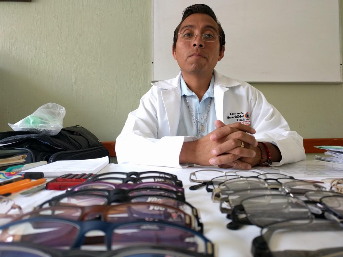 El optometrista, Eduardo Castillo Galicia