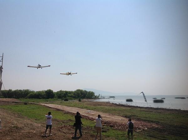 6.- Las aeronaves realizaron diferentes malabares en el cielo.