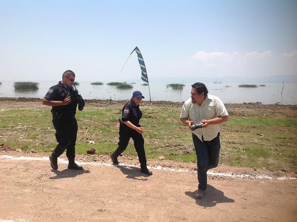 15.- El grupo de aeromodelismo preparó un espectáculo donde se hacía creer que un espectador tomaba control de los aviones de aeromodelismo mientras es perseguido por la policía.
