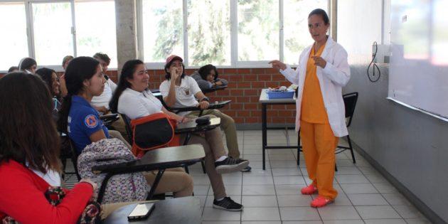 Realiza Lake Chapala Society charlas para estudiantes