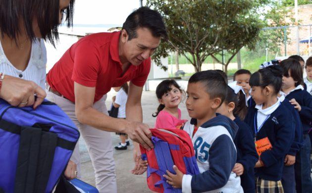Sólo la mitad de los alumnos recibirán mochilas con útiles en Jocotepec