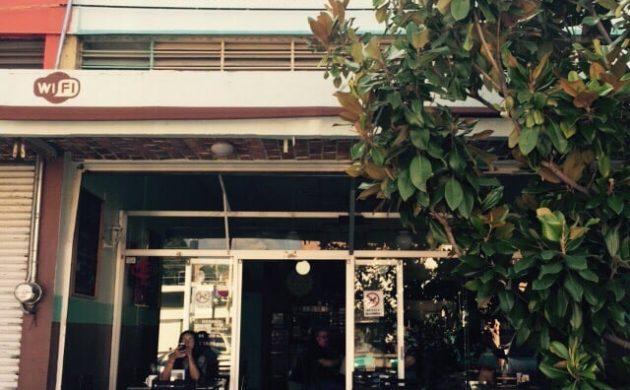 Roban cafetería frente a presidencia de Chapala