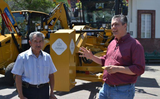 Reciben 19 millones de pesos en maquinaria para fortalecer el campo