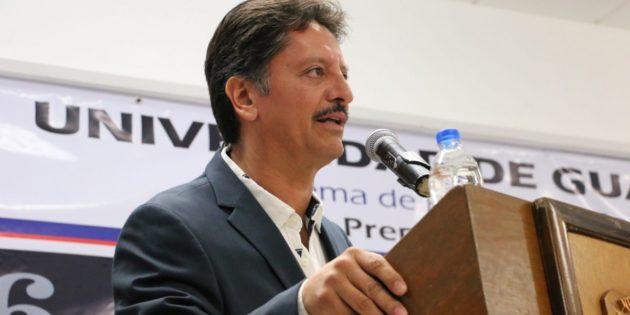 Rinde protesta por tres años más director de la Preparatoria Regional de Chapala