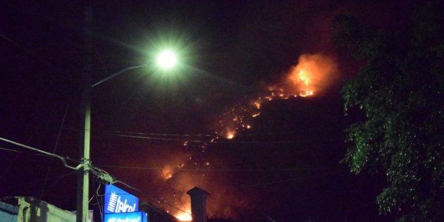 Fuerte incendio toma por sorpresa a cerros de Ajijic