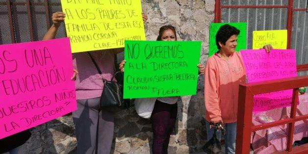 Padres de Familia exigen destitución de la directora de la primaria Ramón Corona de Chapala
