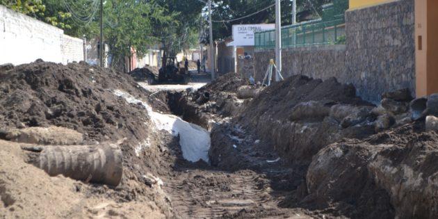 Resuelven descargas residuales de calle La Paz en San Juan Cosalá