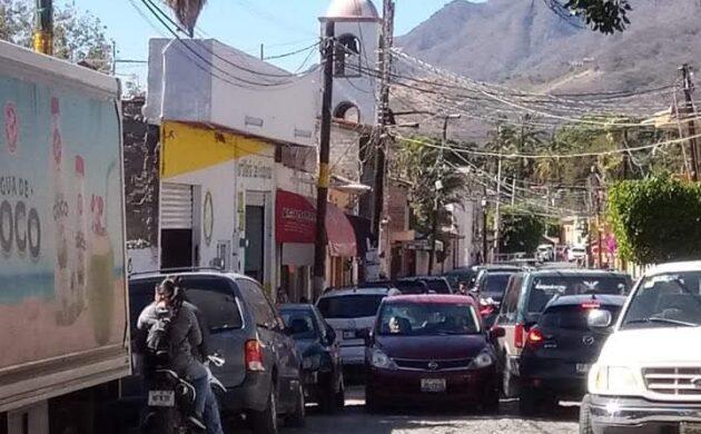 Se quejan por caos vial en las «Seis Esquinas» de Ajijic