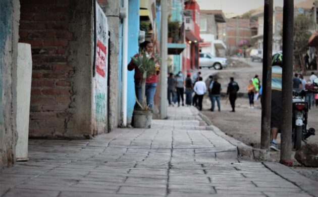 Entregan banquetas y dan banderazo de inicio de calle en Puerta del Horno