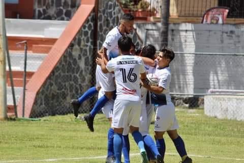La selección de Chapala celebrando uno de sus goles. Foto: cortesía.