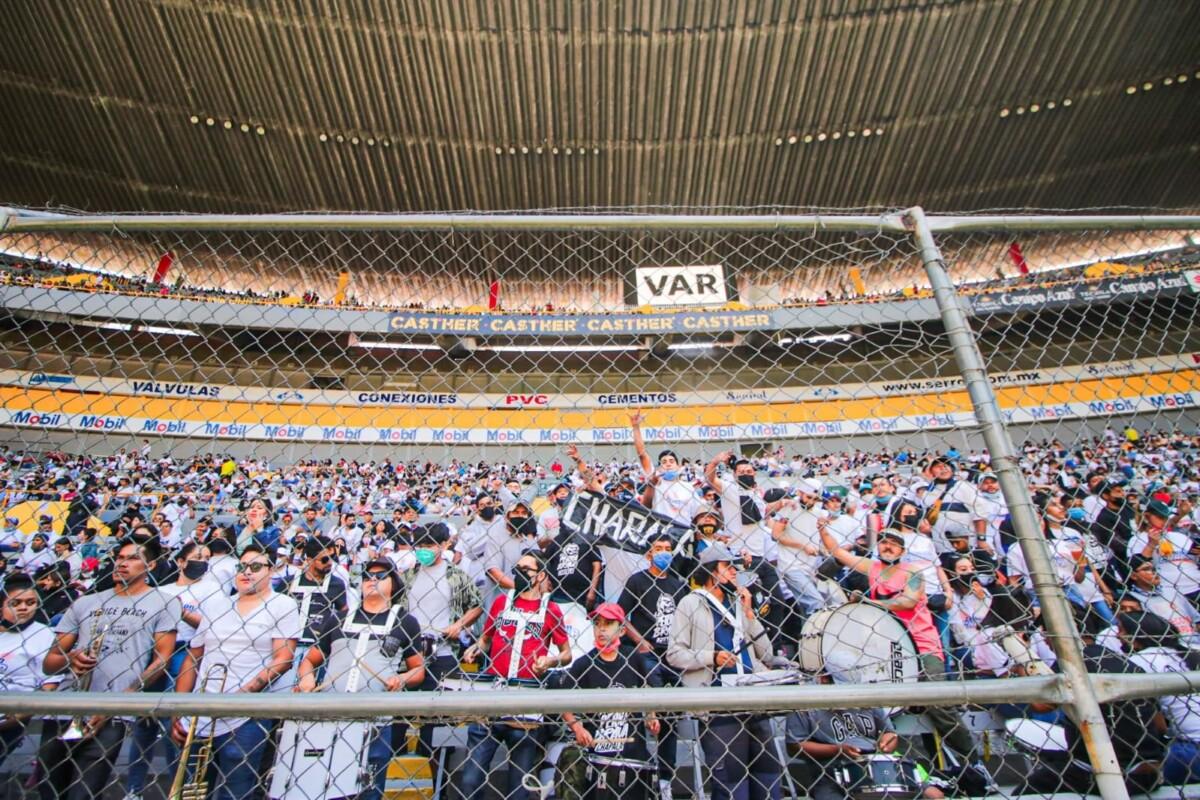 La Porra de Chapala en el Estadio Jalisco. Foto: Luilli Barón.