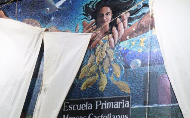 """Con gran festejo, Efrén González develó la renovación del mural de la escuela """"Marcos Castellanos"""""""
