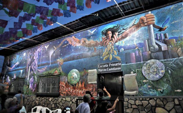 "Efrén González unveils ""Magia de Ajijic"" mural at Marcos Castellanos School"